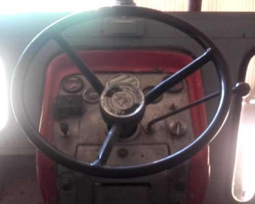 Massey Ferguson 1095 año 1974 Cabina