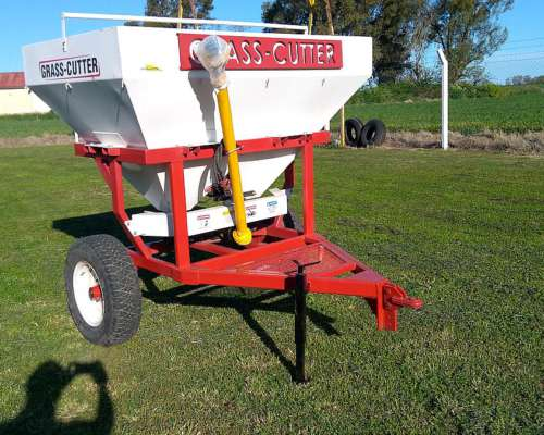 Fertilizadora de Arrastre Grass Cutter DE1500 LTA