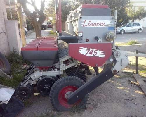 Sembradora de Granos Gruesos Mod. Llanera 6 Lineas A 52cm