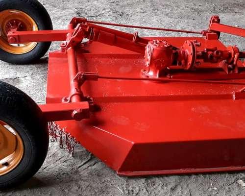 Tractor Marca Intercontinental y Cespedera