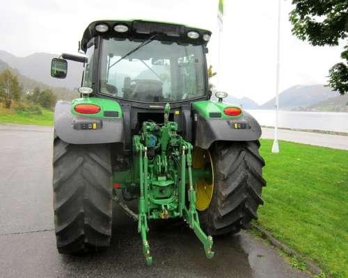 Tractor John Deere 6125r con Cargador del ANO 2013