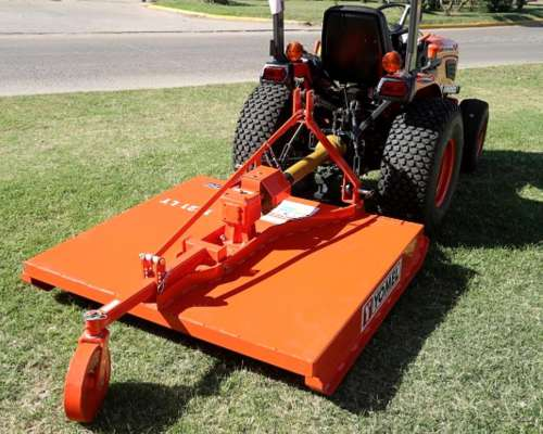 Tractor Kubota con Desmalezadora 1 Metro