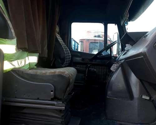 Camion Mercedez Benz 1620 con Caja
