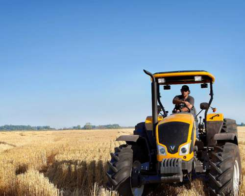 Tractor Valtra a 750 Doble Tracción