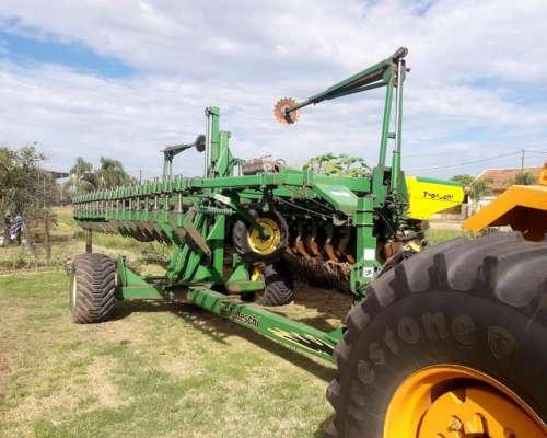 Equipo de Siembra Tractor, Sembradora y Tolva