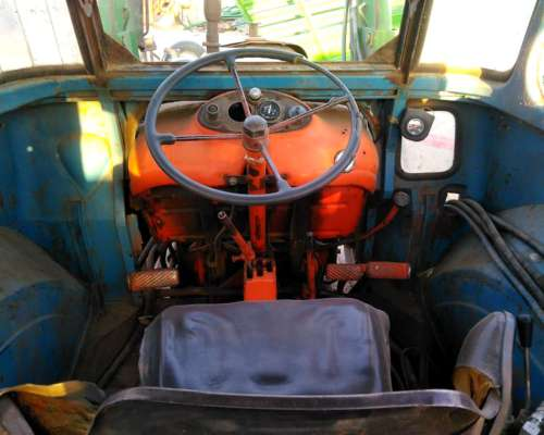 Tractor Fiat 780 con Pala