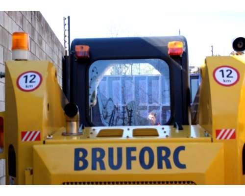 Minicargadora Bruforc JC 45