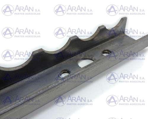 Varilla de Acarreador Gleaner R65/75 71408551 para 4 Cadenas