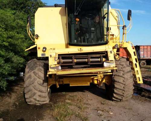 Cosechadora New Holland TC59 2004 - 23 Pies Excelente Estado