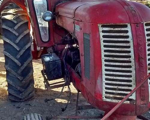 Tractor Cockshutt con Perkins