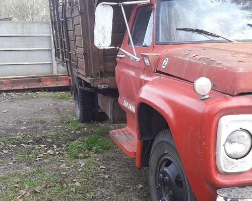 Ford 600 . con Perkins 6
