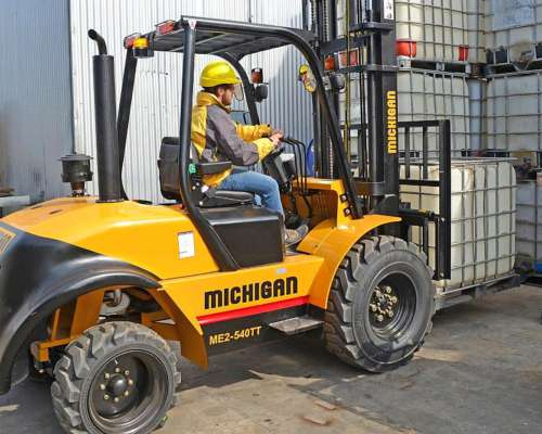 Maquinaria Agrícola. Autoelevador Michigan 2500 Kg - 58 HP