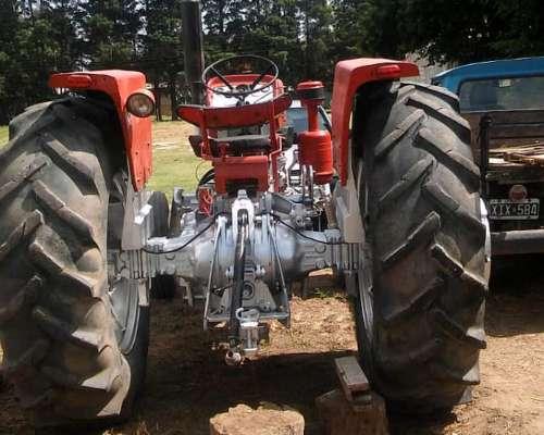 Tractor Massey Ferguson 1088 con Levanté Tres Puntos