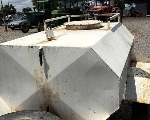 Cisterna 1100 Litros - Engomado - con Auxiliar