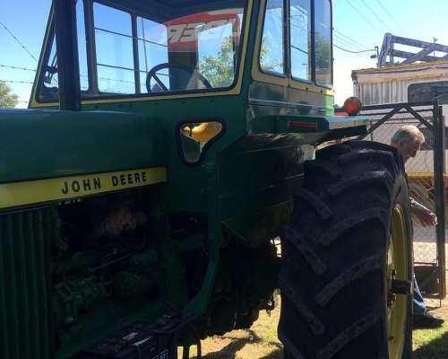 John Deere Modelo 3330