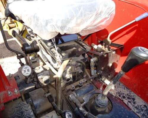Tractor con Levante de 3 Puntos de 28 CV.