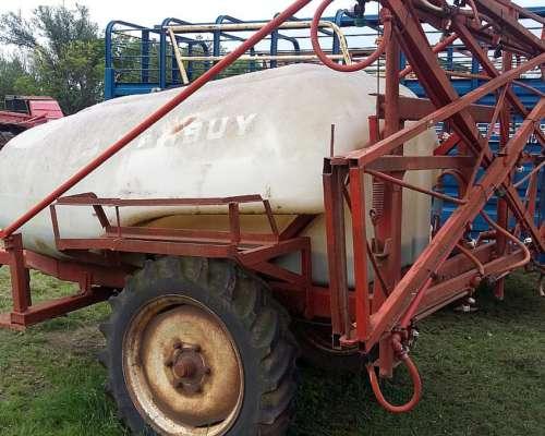 Pulverizador Marca Barbuy 1.600 Lts.