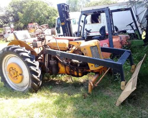 Tractor Zetor con Pala de Empuje