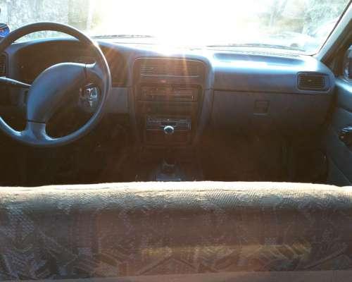 Nissan D21 2.7d 2002