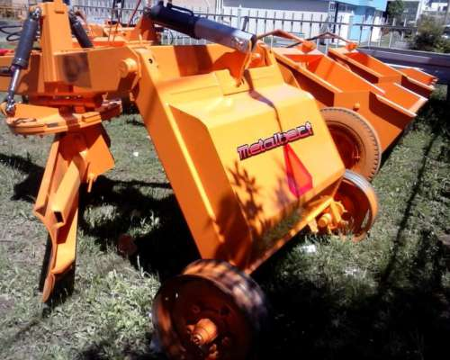 Niveladora de Arrastre Metalbert 4 Ruedas 1200 Kg
