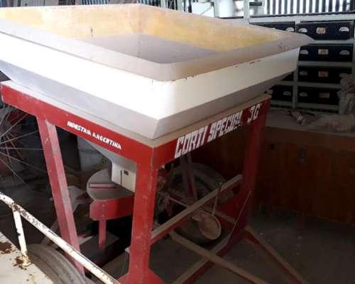 Fertilizadora Corti 1500kg Impecable