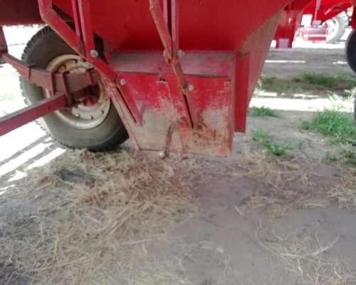 Tolva Famet Fertilizantes y Semillas 14tt